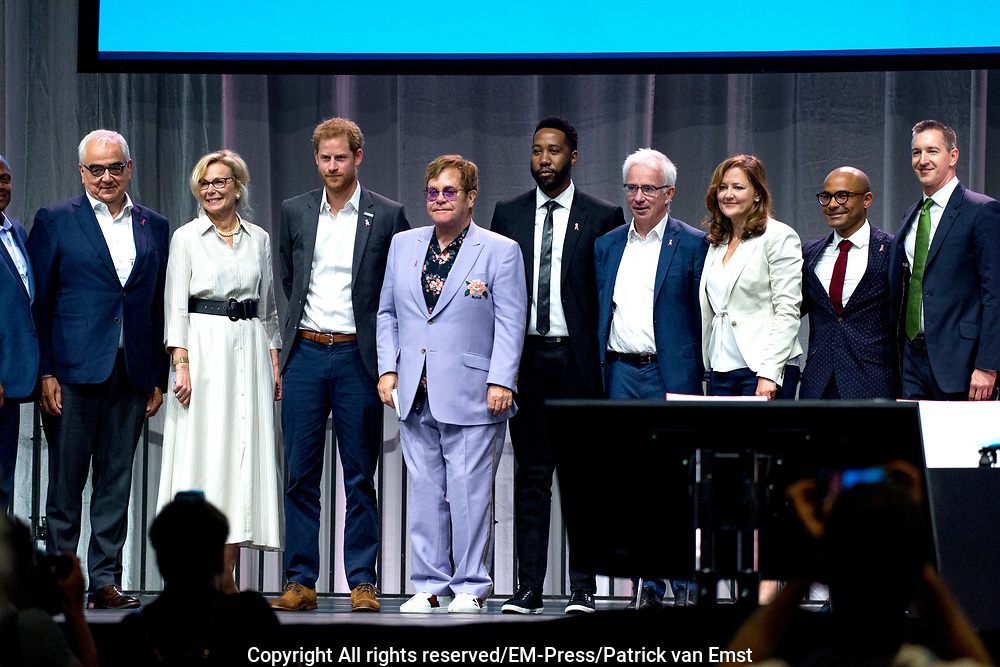 Zanger Elton John en de Britse prins Harry tijdens een sessie op het AIDS2018 congres over het werk van de Elton John Aids Foundation.<br /> <br /> Singer Elton John and the British Prince Harry during a session at the AIDS2018 congress about the work of the Elton John Aids Foundation.<br /> <br /> Op de foto:  Prins Harry, hertog van Sussex en Elton John / Prince Harry, Duke of Sussex and Elton John