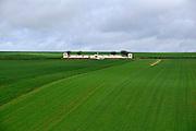 Frankrijk, Ovillers, 12-5-2013Serie over de slagvelden aan de Somme in Noord Frankrijk, (de Artois en Picardie). De Engelse begraafplaats bij Ovillers la Boiselle tussen Albert en Bapaume. Het slagveld bevindt zich ruwweg in de driehoek gevormd door de Franse steden Albert, Bapaume en Péronne. In dit gebied zijn heden ten dage vele herinneringen aan de slag te vinden. Naast vele goed onderhouden begraafplaatsen, met herinneringen aan honderdduizenden soldaten van alle betrokken nationaliteiten, monumenten en musea in pozieres, Souchez,la Targette, Thiepval,Vimy, Arras, Beaumont Hamel, La Chapelle en Ovillers.Foto: Flip Franssen/Hollandse Hoogte