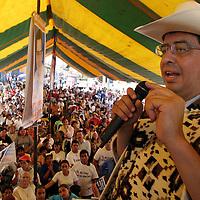 Coatepec Harinas, Mex.- Ruben Mendoza Ayala, candidato del PAN a la gubernatura del estado de Mexico durante sus actividades de campana politica en los municipios de Almoloya de Alquisiras, Texcaltitlan y Coatepec de Harinas. Agencia MVT / Mario Vazquez de la Torre.   (DIGITAL)<br /> <br /> NO ARCHIVAR - NO ARCHIVE