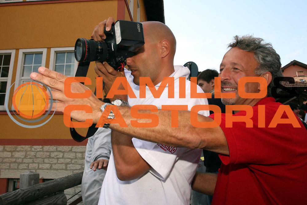 DESCRIZIONE : Folgaria Lega A1 2006-07 Ritiro Armani Jeans Olimpia Milano <br />GIOCATORE :  Djordjevic Scaccini Curiosita<br />SQUADRA : Armani Jeans Olimpia Milano <br />EVENTO : Campionato Lega A1 2006-2007 <br />GARA : <br />DATA : 02/09/2006 <br />CATEGORIA :  Presentazione Curiosita<br />SPORT : Pallacanestro <br />AUTORE : Agenzia Ciamillo-Castoria/S.Ceretti