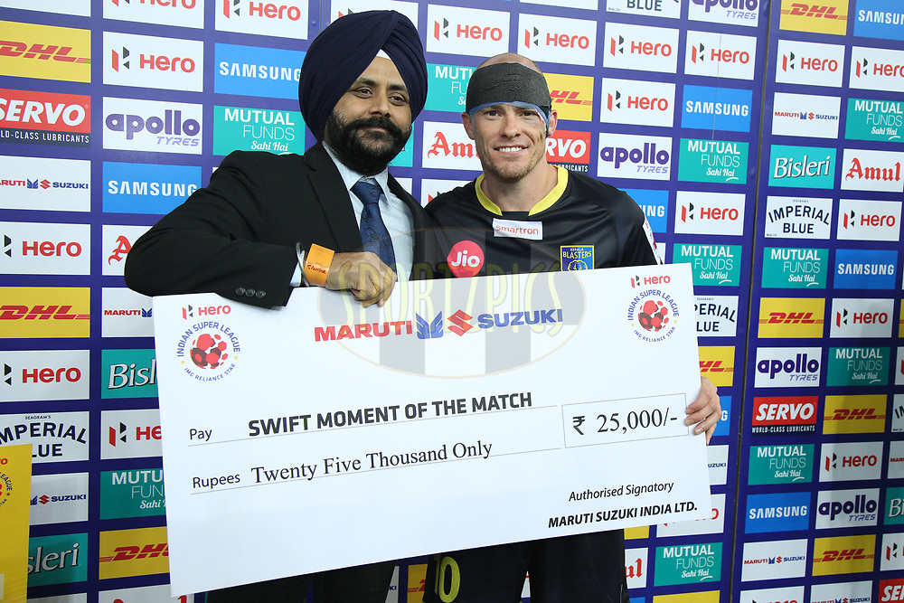 Iain Hume of Kerala Blasters FC receive swift moment of the award during match 43 of the Hero Indian Super League between Delhi Dynamos FC and Kerala Blasters FC  held at the Jawaharlal Nehru Stadium, Delhi, India on the 10th January 2018<br /> <br /> Photo by: Deepak Malik  / ISL / SPORTZPICS