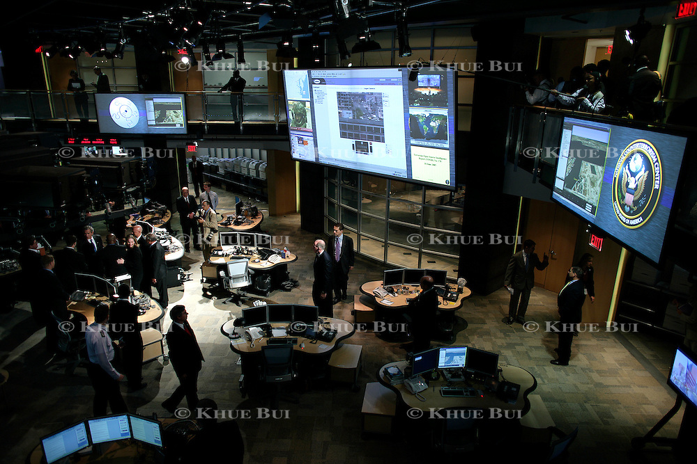 Pres. Bush visits the National Counterterrorism Center Friday, June 10, 2005, in Mclean, VA...Photo by Khue Bui