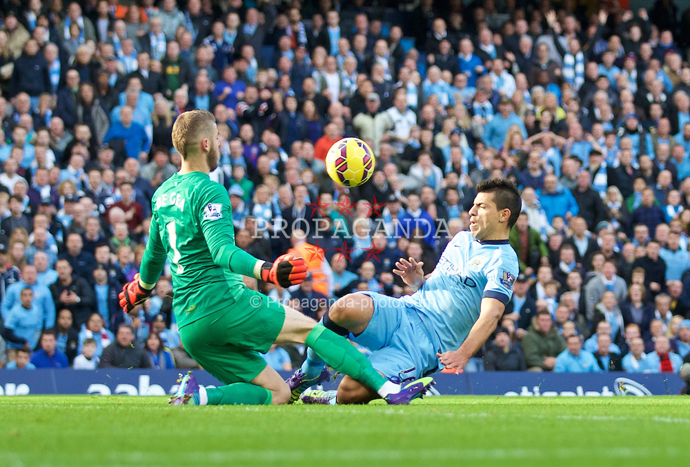 MANCHESTER, ENGLAND - Sunday, November 2, 2014: Manchester City's Sergio Aguero in action against Manchester United's goalkeeper David de Gea during the Premier League match at the City of Manchester Stadium. (Pic by David Rawcliffe/Propaganda)