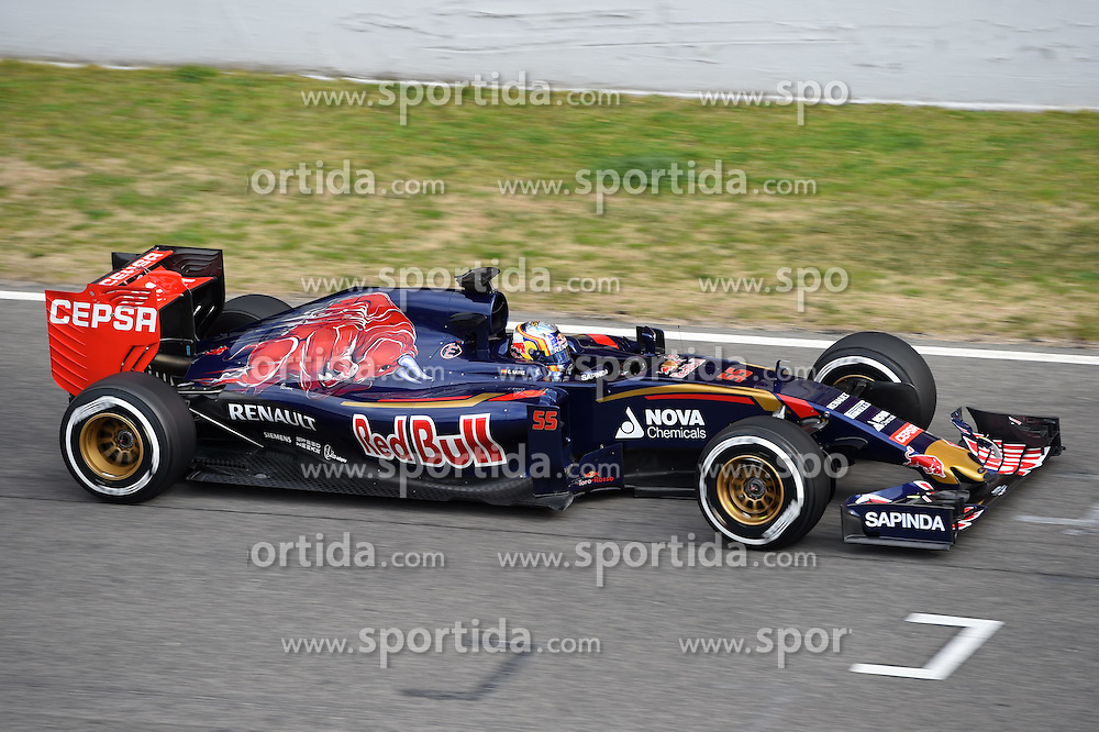 26.02.2015, Circuit de Catalunya, Barcelona, ESP, FIA, Formel 1, Testfahrten, Barcelona, Tag 1, im Bild Carlos Sainz jr (ESP) Scuderia Toro Rosso STR10 // during the Formula One Testdrives, day one at the Circuit de Catalunya in Barcelona, Spain on 2015/02/26. EXPA Pictures &copy; 2015, PhotoCredit: EXPA/ Sutton Images/ Mark Images<br /> <br /> *****ATTENTION - for AUT, SLO, CRO, SRB, BIH, MAZ only*****