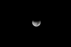 """28.09.2015, Kairo, EGY, Supermond, Mondfinsternis und Blutmond, im Bild Naturschauspiel - Supermond, Blutmond und Mondfinsternis in einer Nacht. // A supermoon is pictured at the beginning of a total lunar eclipse over Cairo, Egypt, September 28, 2015. Sky-watchers around the world are in for a treat Sunday night and Monday when the shadow of Earth casts a reddish glow on the moon, the result of rare combination of an eclipse with the closest full moon of the year. The total """"supermoon"""" lunar eclipse, also known as a """"blood moon"""" is one that appears bigger and brighter than usual as it reaches the point in its orbit that is closest to Earth, Egypt on 2015/09/28. EXPA Pictures © 2015, PhotoCredit: EXPA/ APAimages/ Amr Sayed<br /> <br /> *****ATTENTION - for AUT, GER, SUI, ITA, POL, CRO, SRB only*****"""