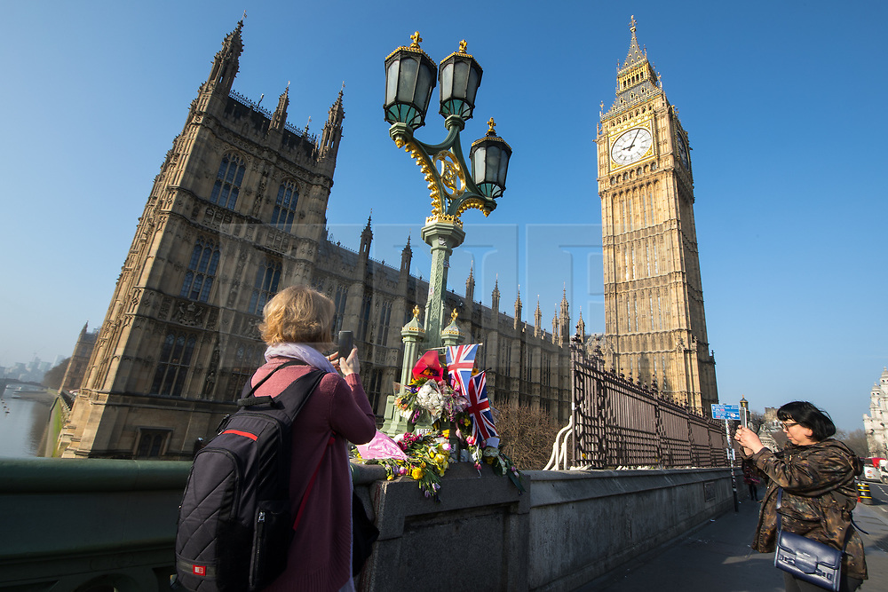 © Licensed to London News Pictures . 28/03/2017 . London , UK . Flowers and tributes on Westminster Bridge outside Parliament , in response to Khalid Masood's terrorist attack and the killing of PC Keith Palmer . Photo credit: Joel Goodman/LNP