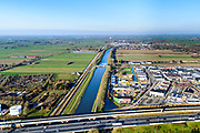 Nederland, Zuid-Holland, Gorinchem, 07-02-2018; Merwedekanaal,kruising met A15 en Betuweroute ter hoogte van Arkel.<br /> Crossing A15 motorway and freight railway w Merwede channel.<br /> <br /> luchtfoto (toeslag op standard tarieven);<br /> aerial photo (additional fee required);<br /> copyright foto/photo Siebe Swart