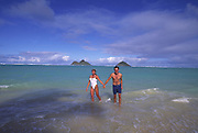 Couple, Lanikai Beach, Oahu, Hawaii<br />