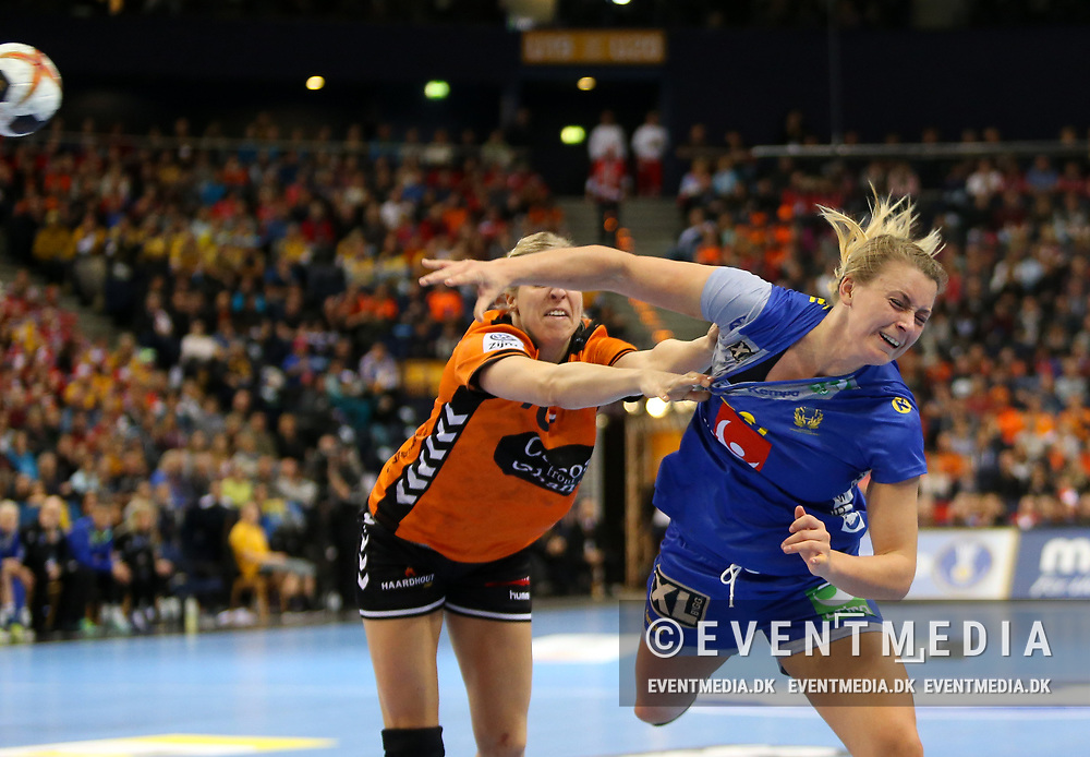 Isabelle Gulldén (#20, Sweden). Bronze medal match between Sweden and Netherlands at the 2017 IHF Women's World Championship in Barclaycard Arena, Hamburg, Germany, 17.12.2017. Photo Credit: Allan Jensen/EVENTMEDIA.
