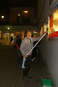 Mannheim. 08.01.18 | <br /> Fasnacht. Feuerio sucht nach einem passenden Prinzen für die Kampagne 2018. Am Samstag soll er beim Weißen Ball inthronisiert werden.<br /> - Inkognito. Prinz Marcus putzt die Scheiben beim VfR.<br /> Bild: Markus Prosswitz 08JAN18 / masterpress (Bild ist honorarpflichtig - No Model Release!) <br /> BILD- ID 00396 |