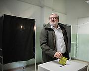 Michele Emiliano durante la votazione per il referendum sulla durata delle concessioni per i giacimenti di petrolio e gas, Bari 17 aprile 2016. Christian Mantuano / OneShot