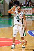 DESCRIZIONE : Siena Lega A 2008-09 Playoff Finale Gara 2 Montepaschi Siena Armani Jeans Milano<br /> GIOCATORE : Terrell Mc Intyre<br /> SQUADRA : Montepaschi Siena <br /> EVENTO : Campionato Lega A 2008-2009 <br /> GARA : Montepaschi Siena Armani Jeans Milano<br /> DATA : 12/06/2009<br /> CATEGORIA : palleggio schema<br /> SPORT : Pallacanestro <br /> AUTORE : Agenzia Ciamillo-Castoria/G.Ciamillo