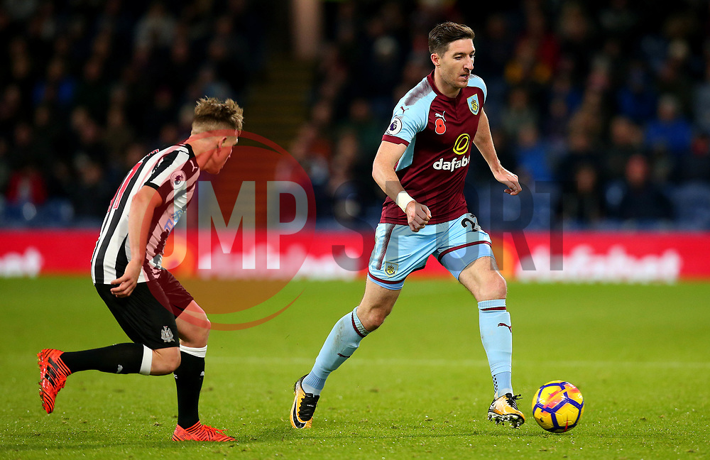 Stephen Ward of Burnley takes on Matt Ritchie of Newcastle United - Mandatory by-line: Robbie Stephenson/JMP - 30/10/2017 - FOOTBALL - Turf Moor - Burnley, England - Burnley v Newcastle United - Premier League