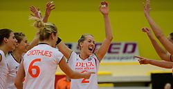 28-12-2013 VOLLEYBAL: TOPVOLLEYBAL TOURNOOI NEDERLAND BELGIE: ALMELO<br /> Nederland wint de eerste wedstrijd met 3-0 van Belgie / (L-R) Robin de Kruijf, Manon Flier, Femke Stoltenborg<br /> ©2013-FotoHoogendoorn.nl