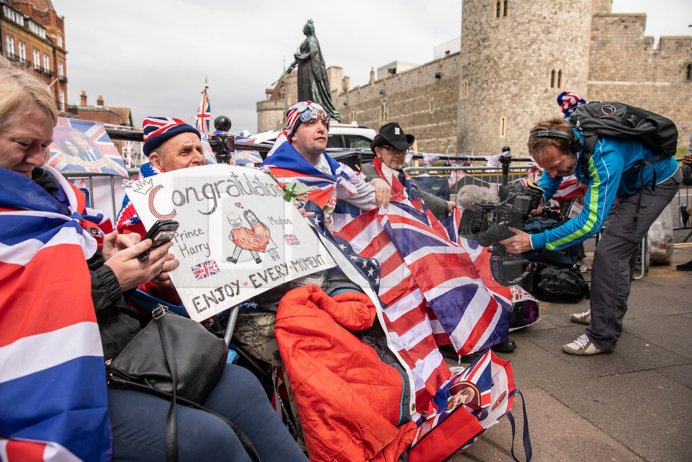 © Licensed to London News Pictures. 16/05/2018. Windsor, UK. Royal fans wait outside Windsor Castle ahead of the Royal Wedding. Prince Harry and Meghan Markle are to be married on Saturday in Windsor. Photo credit: Rob Pinney/LNP
