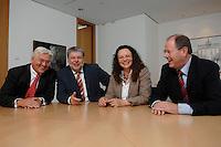 21 MAY 2007, BERLIN/GERMANY:<br /> Frank-Walter Steinmeier, SPD, Bundesaussenminister, Kurt Beck, SPD Parteivorsitzender, Andrea Nahles, MdB, SPD, Vorsitzende des Forums Demokratische Linke 21, Peer Steinbrueck, SPD, Bundesfinanzminister, (v.L.n.R.), vor einem gemeinsamen Gespraech, vor der Vorstellung der drei Kandidaten fuer den Posten des Stellvertretenden Parteivorsitzenden in den SPD-Gremien durch Beck, Buero des Parteivorsitzenden, Willy-Brandt-Haus<br /> IMAGE: 20070521-01-051<br /> KEYWORDS: Peer Steinbrück, Stellvertreter, Gruppe, Gruppenfoto, Gruppenbild, Gespräch