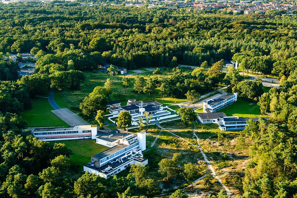 Nederland, Noord-Holland, Hilversum, 23-08-2016; Landgoed Zonnestraal, met op het terrein gelijknamig voormalig sanatorium, nu gezondheidscentrum. Voorbeeld van moderne architectuur (Het Nieuwe Bouwen), architect Jan Duiker. Zonnestraal estate, former sanatorium, now health centre; example of modern architecture (New Building), architect Jan Duiker, nominated as Unesco World Heritage.<br /> aerial photo (additional fee required); <br /> luchtfoto (toeslag op standard tarieven);<br /> copyright foto/photo Siebe Swart