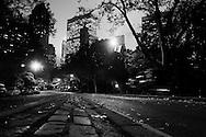 "New York. Central park,  Hansom cabs, Manhattan. at night  New York - United states / Central park les ""Hansom cabs"" caleche à cheval. la nuit  New York - Etats-unis"