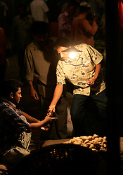 BANGLADESH DHAKA KAWRAN BAZAAR 2MARB05 - Trading scene at Kawran Bazaar vegetable market. The Bazaar has been in the Tejgaon area for at least 30 years and is one of the largest markets in Dhaka city...jre/Photo by Jiri Rezac..© Jiri Rezac 2005..Contact: +44 (0) 7050 110 417.Mobile:  +44 (0) 7801 337 683.Office:  +44 (0) 20 8968 9635..Email:   jiri@jirirezac.com.Web:    www.jirirezac.com..© All images Jiri Rezac 2005- All rights reserved.
