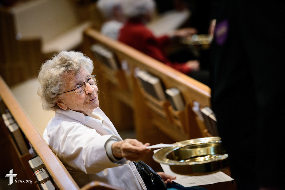 Parishioner Audrey Roglitz gives during the offertory at St. Luke's Lutheran Church on Sunday, March 6, 2016, in Oviedo, Fla. LCMS Communications/Erik M. Lunsford