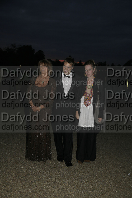 Lady Annabel Goldsmith, Kate and Ben Goldsmith  Party Belle Epoque hosted by The Royal Parks Foundation and Champagne Perrier Jouet. The Grand Spiegeltent, the Lido Lawns. Hyde Park. London. 14 September 2006. ONE TIME USE ONLY - DO NOT ARCHIVE  © Copyright Photograph by Dafydd Jones 66 Stockwell Park Rd. London SW9 0DA Tel 020 7733 0108 www.dafjones.com