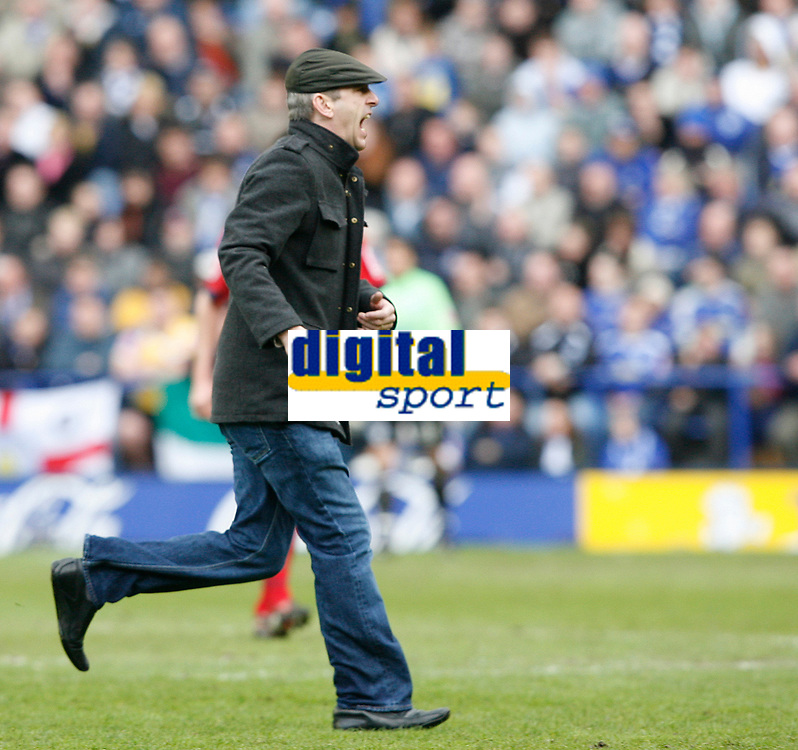 Photo: Steve Bond/Richard Lane Photography. <br />Leicester City v Colchester United. Coca Cola Championship. 12/04/2008. An irate Leicester fan invades the pitch with his season ticket