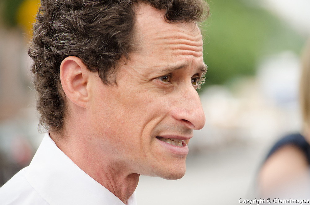 Bronx, New York, USA. 26th June 2013. Former US Rep Anthony Weiner holds a press conference to put forward his intent to expand the NYC school lunch program to include days when class is not in session. Anthony Weiner is the current front runner in the 2013 NYC Mayoral race © Michael Glenn