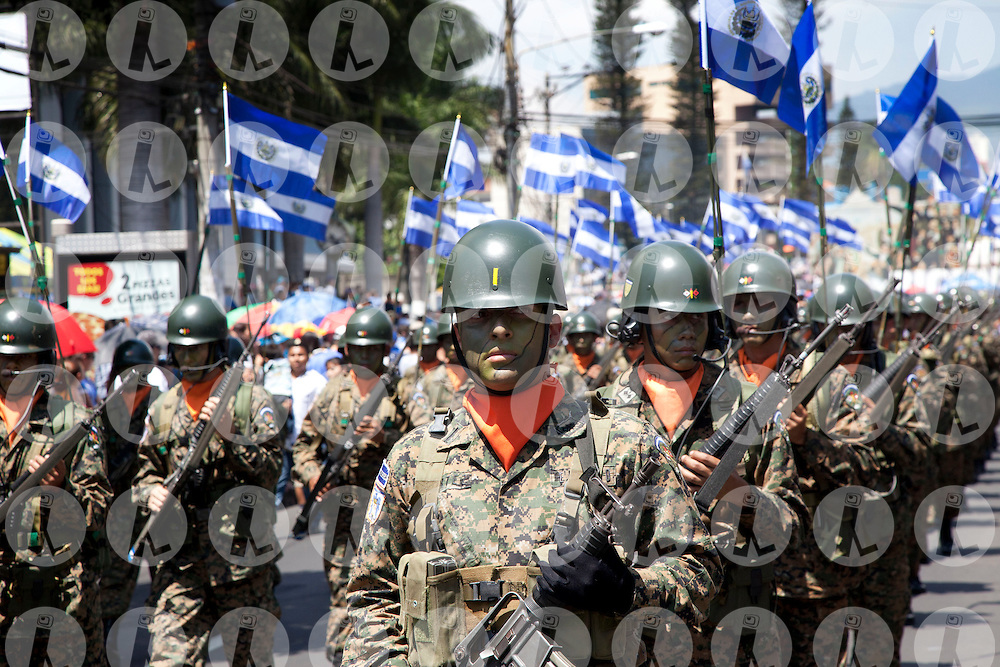Salvadoran Army members involved Thursday September 15, 2011 at the military parade commemorating the Independence Day of El Salvador. El Salvador this year went into effect the law of equality that allows women greater access to government jobs.. Photo: Edgar ROMERO/Imagenes Libres