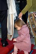 Doop zoon Prins Constantijn en Prinses Laurentien <br />  <br /> Claus-Casimir Bernhard Marius Max Graaf van Oranje-Nassau, jonkheer van Amsberg, zoon van Hunne Koninklijke Hoogheden Prins Constantijn en Prinses Laurentien der Nederlanden zal op zondag 10 oktober 2004 in de kapel van Paleis Het Loo Nationaal Museum in Apeldoorn ten doop worden gehouden. <br /> Als peetouders zullen Zijne Koninklijke Hoogheid de Prins van Oranje, Zijne Hoogheid Prins Maurits van Oranje-Nassau, van Vollenhoven, de heer Ed. P. Spanjaard en Tatjana Gravin Razumovsky aanwezig zijn. <br /> <br /> Ds. C.A. ter Linden, emeritus-predikant van de Kloosterkerkgemeente te Den Haag zal voorgaan in de doopdienst, die wordt gehouden onder verantwoordelijkheid van de Protestantse Gemeente Apeldoorn. Ouderling van dienst is mevrouw M.K.W. Drabbe-De Graeff. <br />  <br /> <br /> <br /> Op de foto Prins Constantijn met Prinses Laurentien en hun dochter Eloise en zoon Claus-Casimir  <br /> <br /> On the photo Prins Constantijn with Prinses Laurentien  and there daughter Eloise and son Claus-Casimir