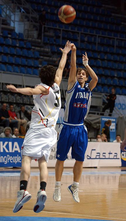 DESCRIZIONE : Belgrado Campionato Europeo Maschile Under 18 <br /> GIOCATORE : Mercante <br /> SQUADRA : Italia Under 18 <br /> EVENTO : Campionato Europeo Maschile Under 18 <br /> GARA : Italia Spagna <br /> DATA : 24/07/2005 <br /> CATEGORIA : <br /> SPORT : Pallacanestro <br /> AUTORE : Agenzia Ciamillo-Castoria