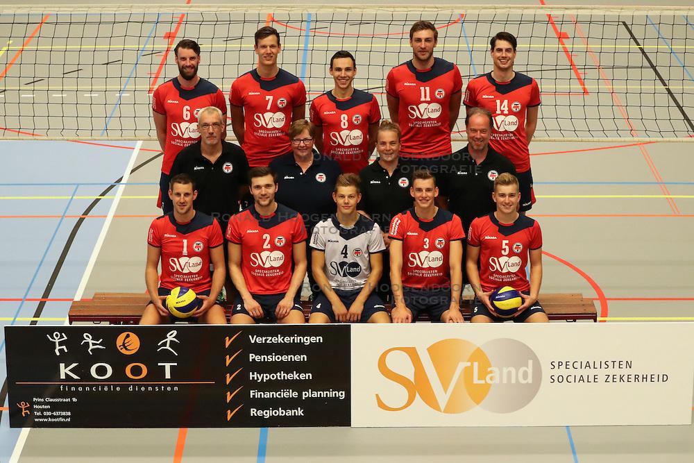 20160915 NED: Kootfin Taurus 2016 - 2017, Houten<br />Bovenste rij: (L-R) Jorad de Vries (6), Dylan Boerefijn (7), Hans van Westrienen (8) Jelle van Jaarsveld (11) en Thijs Bouman (14)<br />Middelste rij (L-R) Jeroen &hellip;&hellip; (assistant coach), Marian Groot Koerkamp (datavolley), Josien Leurdijk (teammanager), Erik Gras (hoofdcoach)<br />Onderste rij (L-R) Bert Sturkenboom (1), Tom van den Boogaard (2), Mats Bleeker (4), Martijn de Haan (3), Flor Polinder (5).