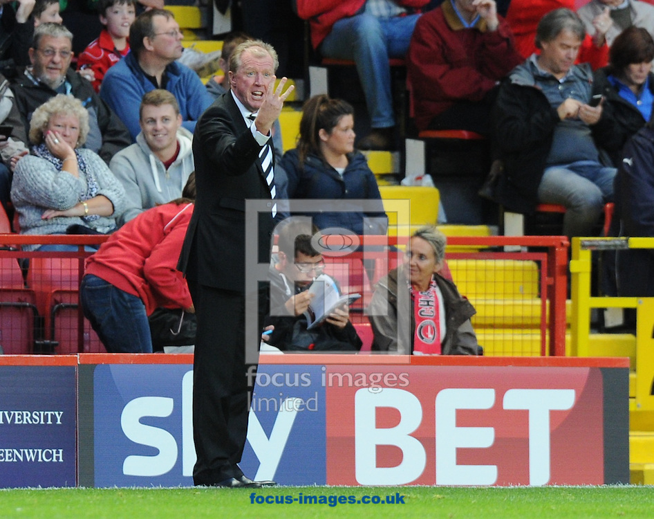 Manager Steve McClaren signals to his players during the Sky Bet Championship match at The Valley, London<br /> Picture by Alan Stanford/Focus Images Ltd +44 7915 056117<br /> 19/08/2014