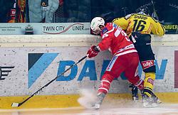 07.01.2018, Albert Schultz Halle, Wien, AUT, EBEL, UPC Vienna Capitals vs Dornbirner Eishockey Club, Grunddurchgang, 38. Runde, im Bild David Joseph Fischer (EC-KAC), MacGregor Sharp (UPC Vienna Capitals) // during the Erste Bank Icehockey League 38th round match between UPC Vienna Capitals and Dornbirner Eishockey Club at the Albert Schultz Halle in Vienna, Austria on 2018/01/07. EXPA Pictures © 2018, PhotoCredit: EXPA/ Alexander Forst