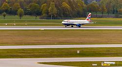 THEMENBILD - ein Airbus, A320-232 Flugzeug der britischen Fluglinie British Airways mit der Kennung G-EUUG am Rollfeld nach der Landung, aufgenommen am 13. April 2017, Flughafen München, Deutschland // an Airbus, A320-232 aircraft of the British Airline British Airways with the registration number G EUUG on the Airstrip after Landing at the Munich Airport, Germany on 2017/04/13. EXPA Pictures © 2017, PhotoCredit: EXPA/ JFK