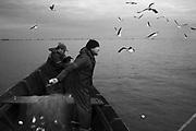 Porto,  município , Santa Vitória do Palmar  , Rio Grande do Sul, Comunidade de Pescadores , Colônia Z16.  Pescadores Saul Souza e Gilmar Santos