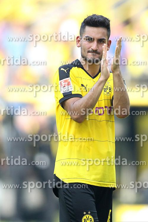 30.08.2015, Signal Iduna Park, Dortmund, GER, 1. FBL, Borussia Dortmund vs Hertha BSC, 3. Runde, im Bild Ilkay Guendogan (Borussia Dortmund #8) klatschend // during the German Bundesliga 3rd round match between Borussia Dortmund and Hertha BSC at the Signal Iduna Park in Dortmund, Germany on 2015/08/30. EXPA Pictures &copy; 2015, PhotoCredit: EXPA/ Eibner-Pressefoto/ Schueler<br /> <br /> *****ATTENTION - OUT of GER*****