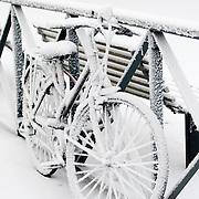 Nederland Rotterdam 21 december 2007 ..Fiets in de sneeuw op het Noordereiland..Foto David Rozing