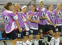 Fussball International Frauen WM China 2007  Australien - Norwegen Australia - Norway Freude auf der Ersatzbank (NOR).