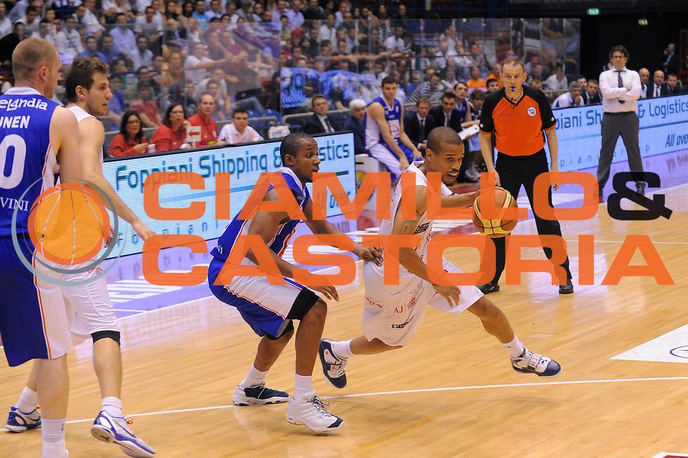 DESCRIZIONE : Milano Lega A 2010-11Semifinale Play off Gara 3 Armani Jeans Milano Bennet Cantu<br />GIOCATORE : Lynn Greer<br />SQUADRA : Armani Jeans Milano<br />EVENTO : Campionato Lega A 2010-2011<br />GARA : Armani Jeans Milano Bennet Cantu<br />DATA : 03/06/2011<br />CATEGORIA : Palleggio<br />SPORT : Pallacanestro<br />AUTORE : Agenzia Ciamillo-Castoria/A.Dealberto<br />Galleria : Lega Basket A 2010-2011<br />Fotonotizia : Milano Lega A 2010-11 Semifinale Play off Gara 3 Armani Jeans Milano Bennet Cantu<br />Predefinita :
