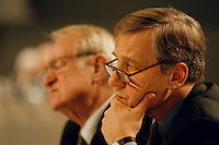 31 JAN 1998, DORTMUND/GERMANY:<br /> Johannes Rau, SPD, Ministerpr&auml;sident Nordrhein-Westfalen (hinten), und Wolfgang Clement, SPD, Wirtschaftsminister Nordrhein-Westfalen (vorn), auf dem Landesparteitag der SPD NRW<br /> IMAGE: 19980131-01/01-34