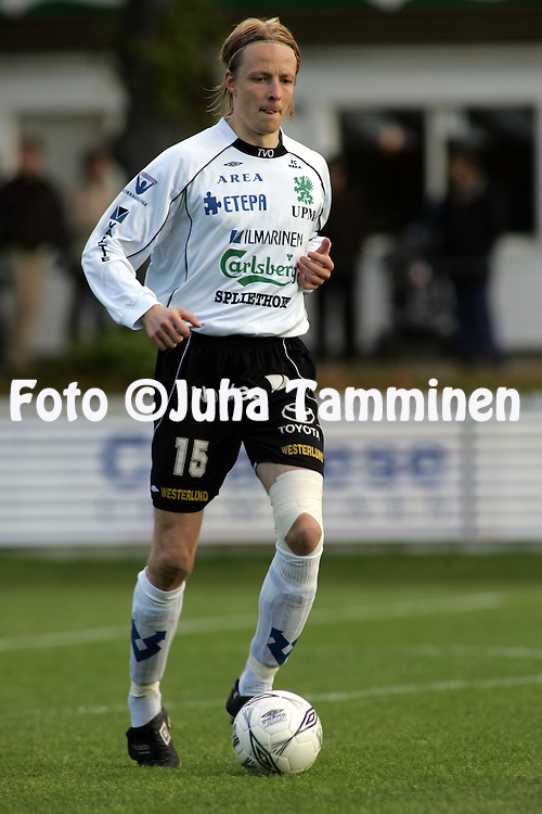 02.10.2004, Valkeakoski, Finland..Veikkausliiga 2004 / Finnish League 2004.FC Haka v AC Allianssi.Janne Salli - Haka.©Juha Tamminen.....ARK:k