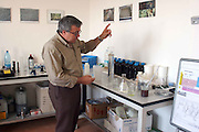 Foto di Donato Fasano Photoagency, nella foto :  13 07 2009 Bari Fluidotecnica zona industriale inventori della macchina che scinde l'olio dall'acqua nella foto michele sanseverino in laboratorio
