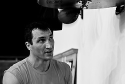 07.06.2011, Stanglwirt, Going, AUT, Wladimir Klitschko, Training, im Bild Wladimir Klitschko schlägt die Boxbirne an der Speedball Plattform during a training session at Hotel Stanglwirt, Going, Austria on 7/6/2011. EXPA Pictures © 2011, PhotoCredit: EXPA/ J. Groder