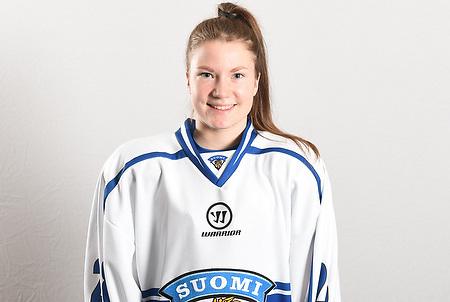 Tyttöleijonien joukkue kuvattiin Vierumäen jäähallissa keskiviikkona 4.11.2015.