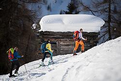 26.01.2018, Außervillgraten, 5. Austria Skitourenfestival in Osttirol, im Bild Teilnehmer der Skitourensafari mit ihrem Bergführer // during the 5th Austrian Skitouring Festival at Villgratental in Tyrol, Austria on 2018/01/26, EXPA Pictures © 2018 PhotoCredit: EXPA/ Michael Gruber