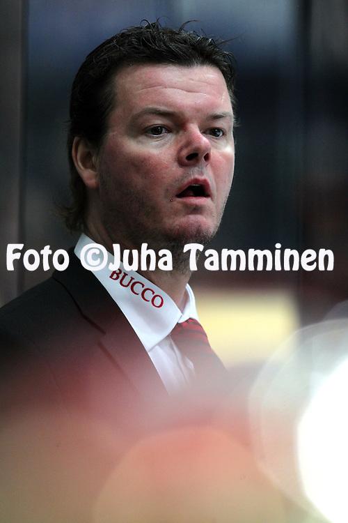 2.12.2010, H?meenlinna..J??kiekon SM-liiga 2010-11. .HPK - EURss?t..Kakkosvalmentaja Karri Kivi - EURss?t.©Juha Tamminen.