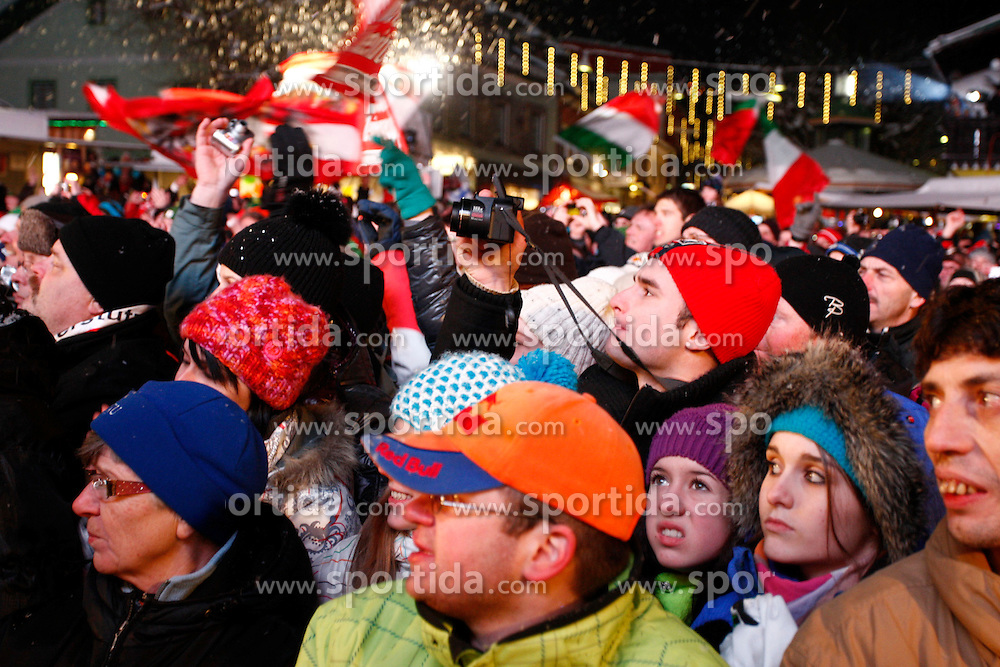 24.01.2011, Planai, Schladming, AUT, FIS World Cup Ski Alpin, Men, Slalom, Startnummernauslosung, im Bild // Fans // during the men night slalom race at the FIS Alpine skiing World cup in Schladming, EXPA Pictures © 2011, PhotoCredit: EXPA/E. Scheriau