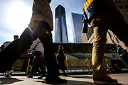 New York, New York, USA, 20120430: Turister i området som kalles Ground Zero. Det nye 1 WTC håper å bli den nye turistattraksjonen i byen. 1 World Trade Center passerer høyden til Empire State Building, og blir den høyeste bygningen på den nordlige halvkulen. Foto: Ørjan F. Ellingvåg