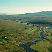 Hrútatunga, Hrútafjarðará og Brú. Staðarhreppur fremst t.v.  Bæjarhreppur hinu megin við ánna.  .Hrutatunga, river Hrutafjardara, Bru, Stadarhreppur  VH and Bæjarhreppur  ST.
