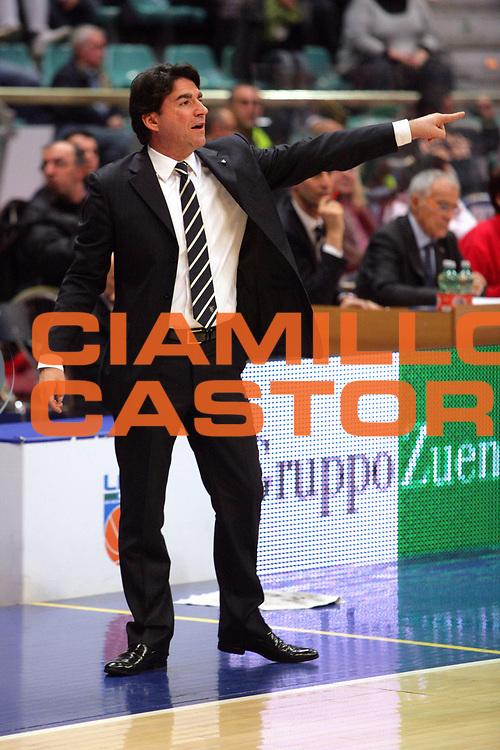 DESCRIZIONE : Bologna Lega A Dilettanti 2009-10 Fortitudo Bologna Paffoni Omegna<br /> GIOCATORE : Alessandro Finelli Coach<br /> SQUADRA : Fortitudo Bologna<br /> EVENTO : Campionato Serie A Dilettanti 2009-2010 <br /> GARA : Fortitudo Bologna Paffoni Omegna<br /> DATA : 06/12/2009 <br /> CATEGORIA : Alessandro Finelli Coach<br /> SPORT : Pallacanestro <br /> AUTORE : Agenzia Ciamillo-Castoria/D.Vigni<br /> Galleria : Basket Serie A Dilettanti 2009-2010 <br /> Fotonotizia : Bologna Lega A Dilettanti 2009-2010 Fortitudo Bologna - Paffoni Omegna<br /> Predefinita :
